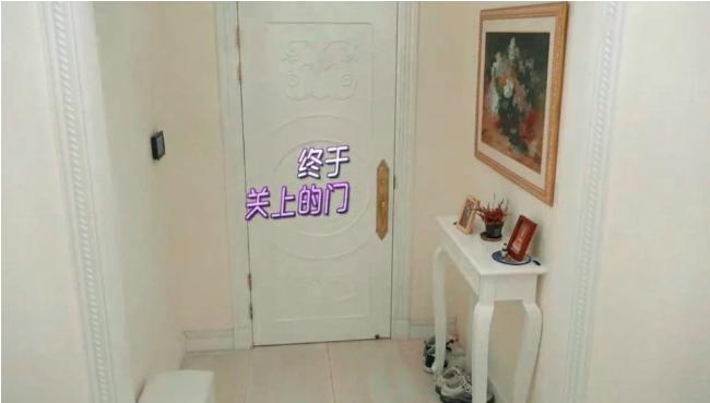 57岁黄日华香港豪宅意外曝光,超大露台能用来踢球  第4张