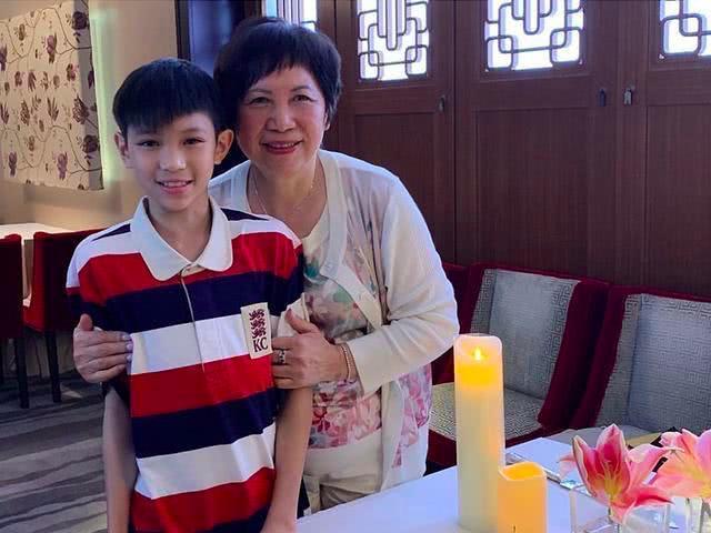 张智霖罕见晒与12岁儿子合照,魔童侧脸帅气像极了妈妈  第7张