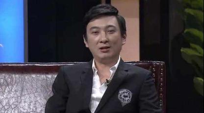 王思聪现身杭州夜店一晚消费30万,美女环绕他却只顾低头玩手机  第2张
