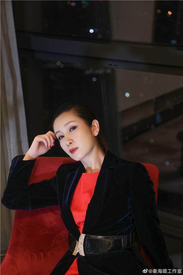 秦海璐为儿子化蜘蛛侠眼妆 (6).JPG