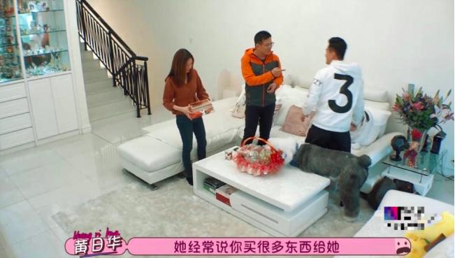 57岁黄日华香港豪宅意外曝光,超大露台能用来踢球  第2张