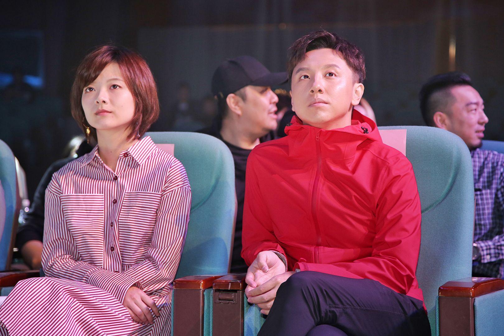 左起:导演郝心悦、主演黄才伦.jpg