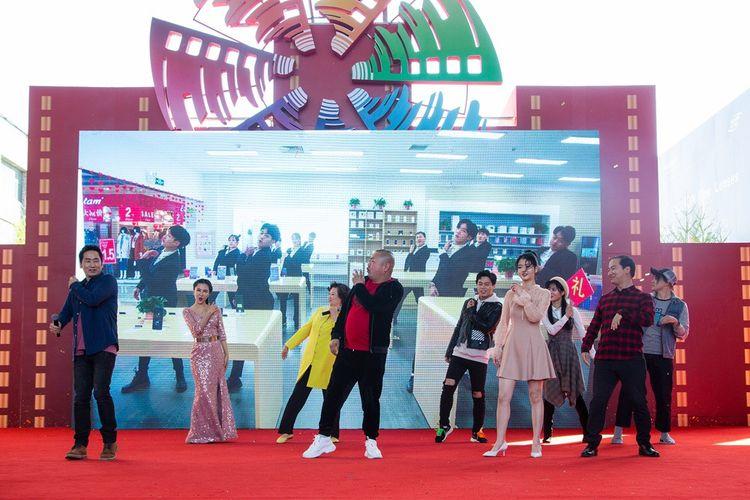 《站住!小偷》剧组亮相北影节,郑云携主创歌舞首秀《抓小偷》  第6张