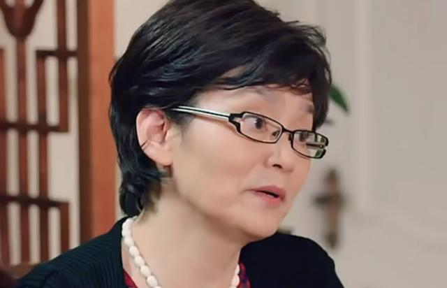 网友偶遇64岁潘虹逛超市,激动求签名却被她的眼神吓到  第4张
