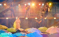 《迷妹罗曼史》治愈上映中 闫妮魏晨共谱浪漫雨中曲