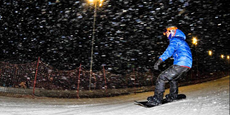 照金国际滑雪场|98元享周六周日,夜场不限时滑雪+雪具(不限人群票)
