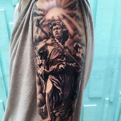 大臂外侧纹身图