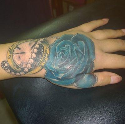 玫瑰钟表遮盖纹身款式图
