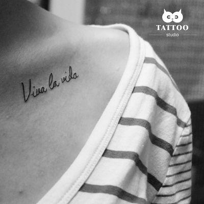 锁骨字母纹身款式图