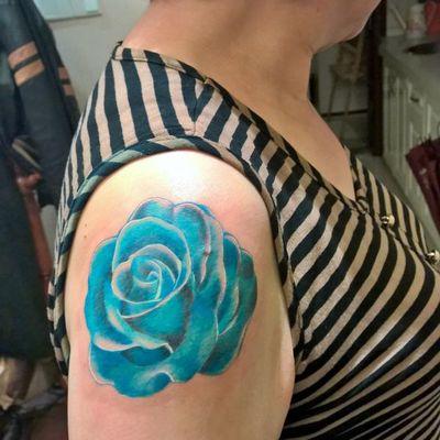 62岁阿姨的蓝玫瑰纹身款式图