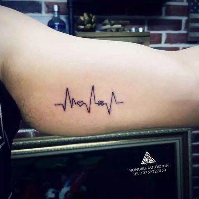 情侣心电图纹身款式图