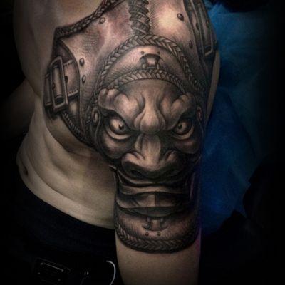 黑白盔甲纹身图