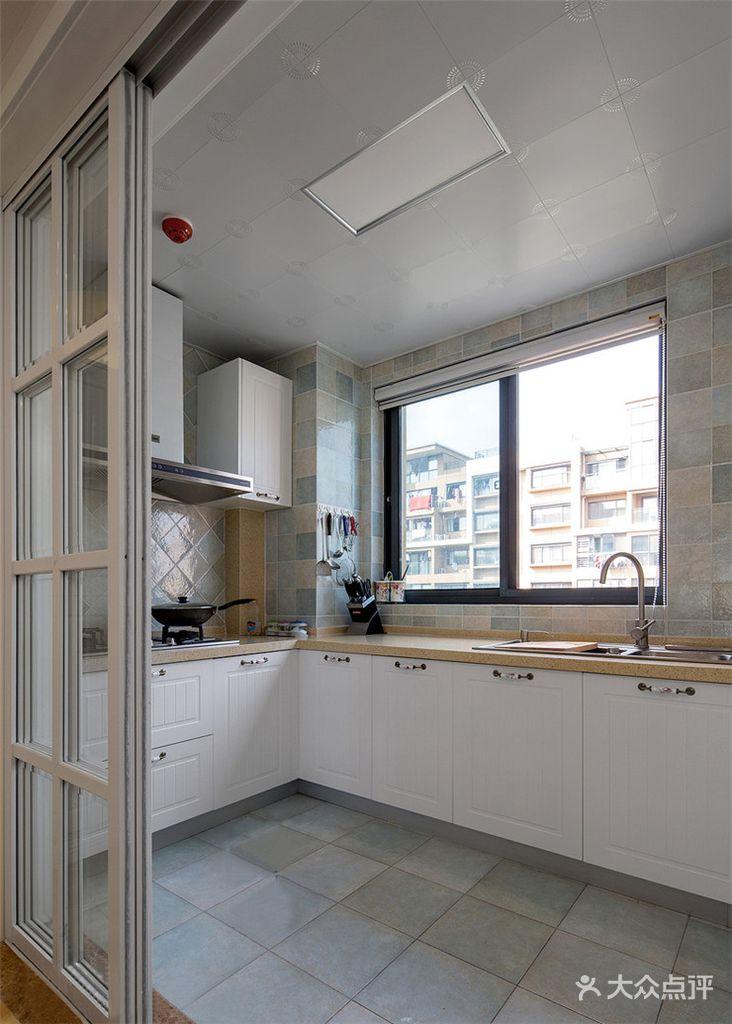 富裕型130平米三室两厅现代简约风格厨房设计图