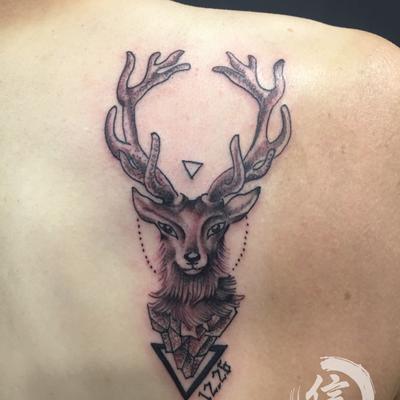 麋鹿纹身图