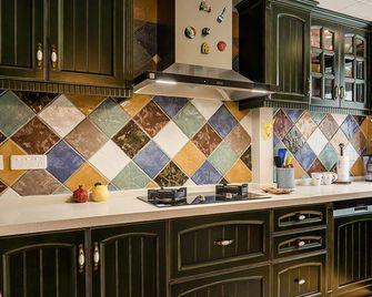 130平米三室一厅地中海风格厨房欣赏图