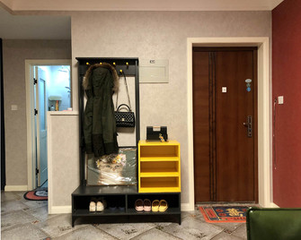 5-10万70平米公寓其他风格玄关装修效果图