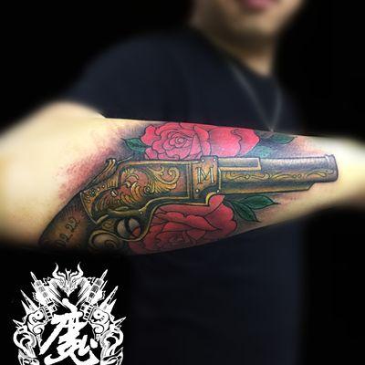 玫瑰枪纹身款式图