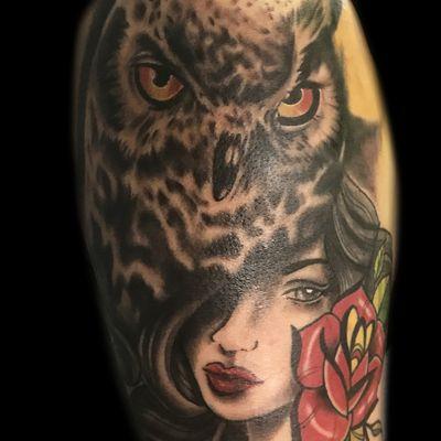 大臂猫头鹰纹身图