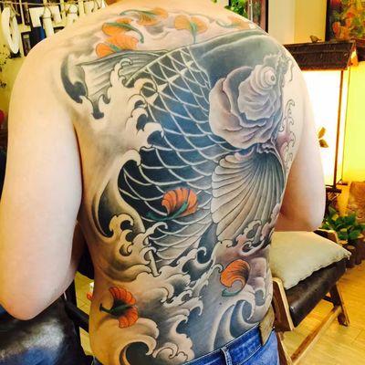 满背 鲤鱼纹身图