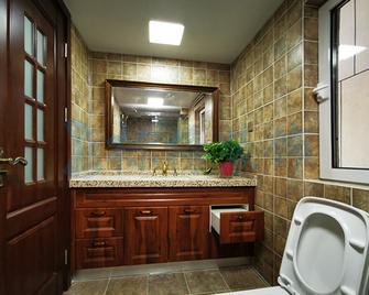 140平米三室两厅美式风格卫生间图片大全