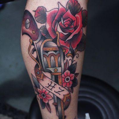 玫瑰左轮纹身款式图