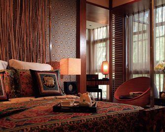 130平米三室两厅东南亚风格卧室效果图