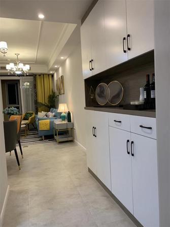 90平米三室两厅现代简约风格玄关效果图