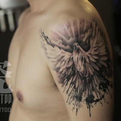大臂鸽子遮盖纹身款式图