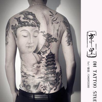 满背佛纹身图