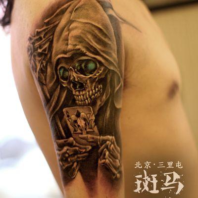 大臂骷髅纹身图