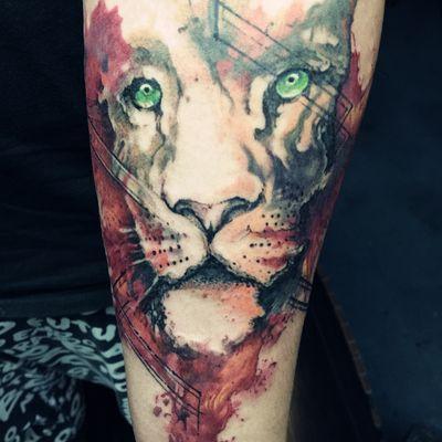 叠彩狮子纹身图