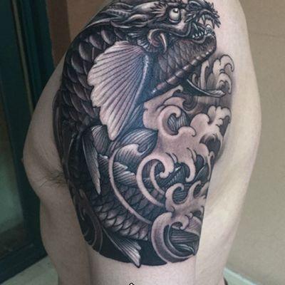 鳌鱼大臂黑白纹身图