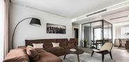 140平米三室五厅现代简约风格客厅图