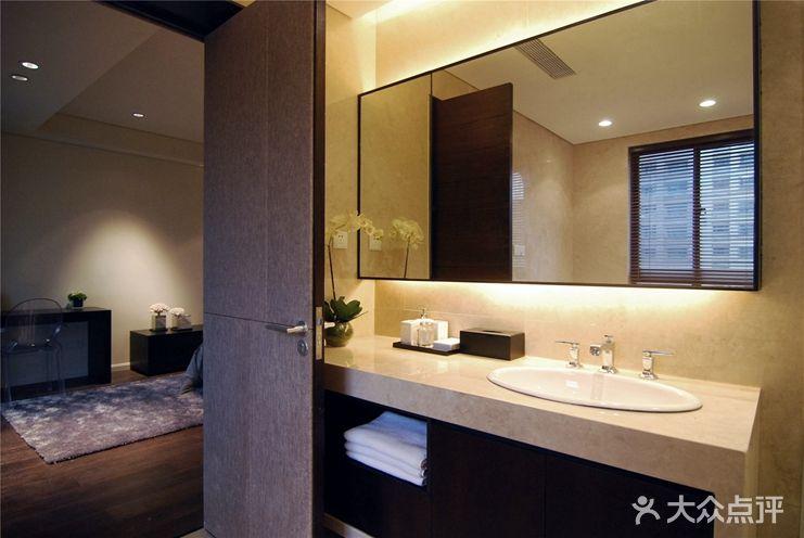 卫生间的设计对于居室来说其实也是很重要的。一款好的卫浴间让你可以在家放松沐浴,让你更好的去享受生活。高贵与优雅、简单与清新、浪漫与激情...单调的卫浴风格不再适应现代人的生活理念,每个人都有自己的爱好与品位,从各种不同的风格当中挑选出属于你的那一款卫生间装修效果图,会让你的生活更有活力。