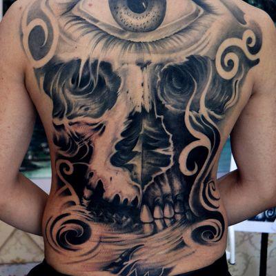 满背眼睛骷髅纹身图
