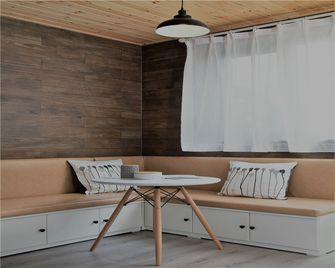 100平米三室两厅现代简约风格阳光房图