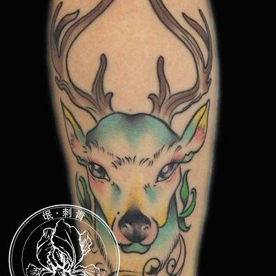 彩色麋鹿纹身图
