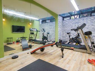 140平米别墅现代简约风格健身室壁纸图片