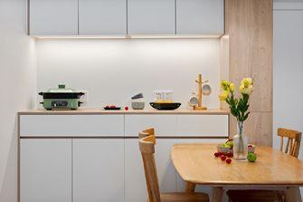 80平米现代简约风格客厅图