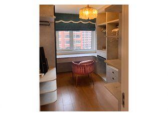 90平米三室一厅现代简约风格衣帽间装修效果图