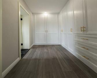 120平米三室一厅欧式风格衣帽间图