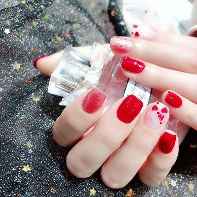 红色爱心款美甲款式图