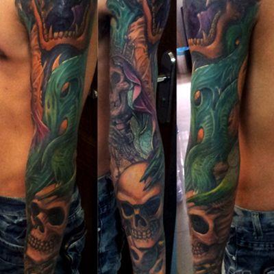 彩色骷髅花臂纹身图