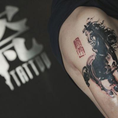 水墨马纹身图