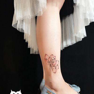 脚踝荷花纹身图