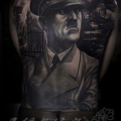 希特勒黑白满背纹身图