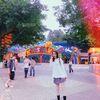 [术后132天] 游乐园算是一个拍照的好地方吧!设施和颜色都很梦幻,有的地方还是免费进去的,只要不是遇到节假日便好。穿一身JK制服,可爱青春少女搞怪风都可以啦!拍照的时候还可以带上点道具,嗯~~比如,泡泡机,棒棒糖,棉花糖,就很不错。 可爱设施一应俱全,无论是日系胶片感,还是小清新都超级合适的~还有随处可见的hellokitty主题园,简直就是少女心一波一波的~~商店门口的扭蛋机也不好错过了哦,颜色可爱靓丽,很上镜。来了,就不想走啊!