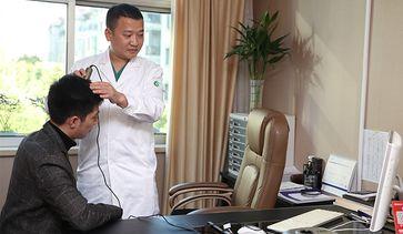 为患者检测毛囊情况,并设计种植方案