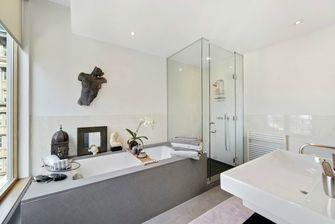 90平米三室一厅现代简约风格卫生间装修案例