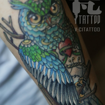 小臂猫头鹰纹身图